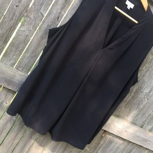 Sleeveless black work top Avenue 18/20